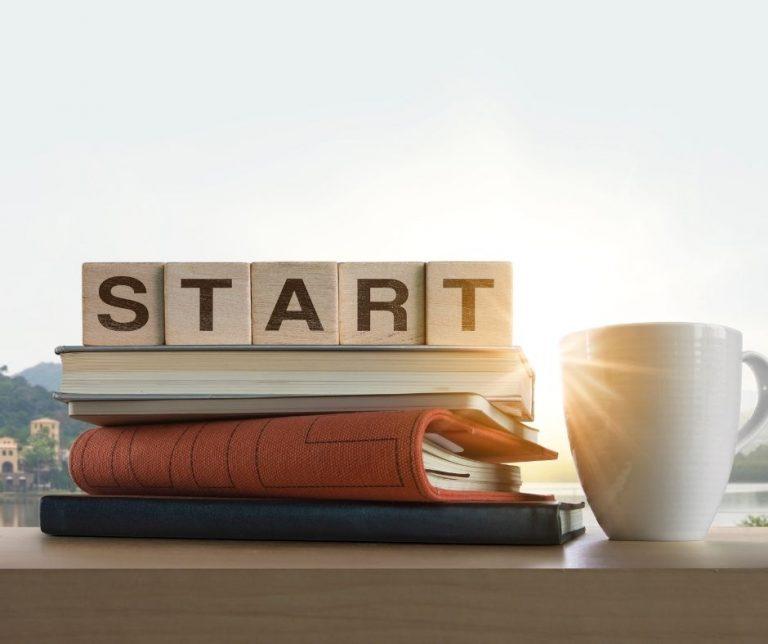 Un'alba con la scritta Start, per un nuovo inizio con mente diversa