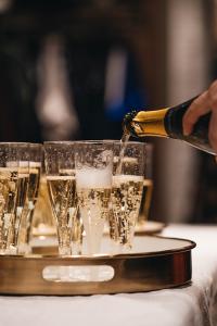 immagine di champagne per celebrare le conoscenze e i mestieri del 2021